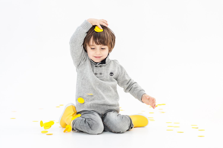 Sesión Estudio confeti amarillo Paula Franco FOTOGRAFIA
